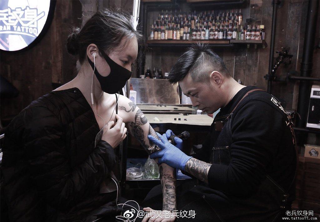 手臂纹身制作花絮