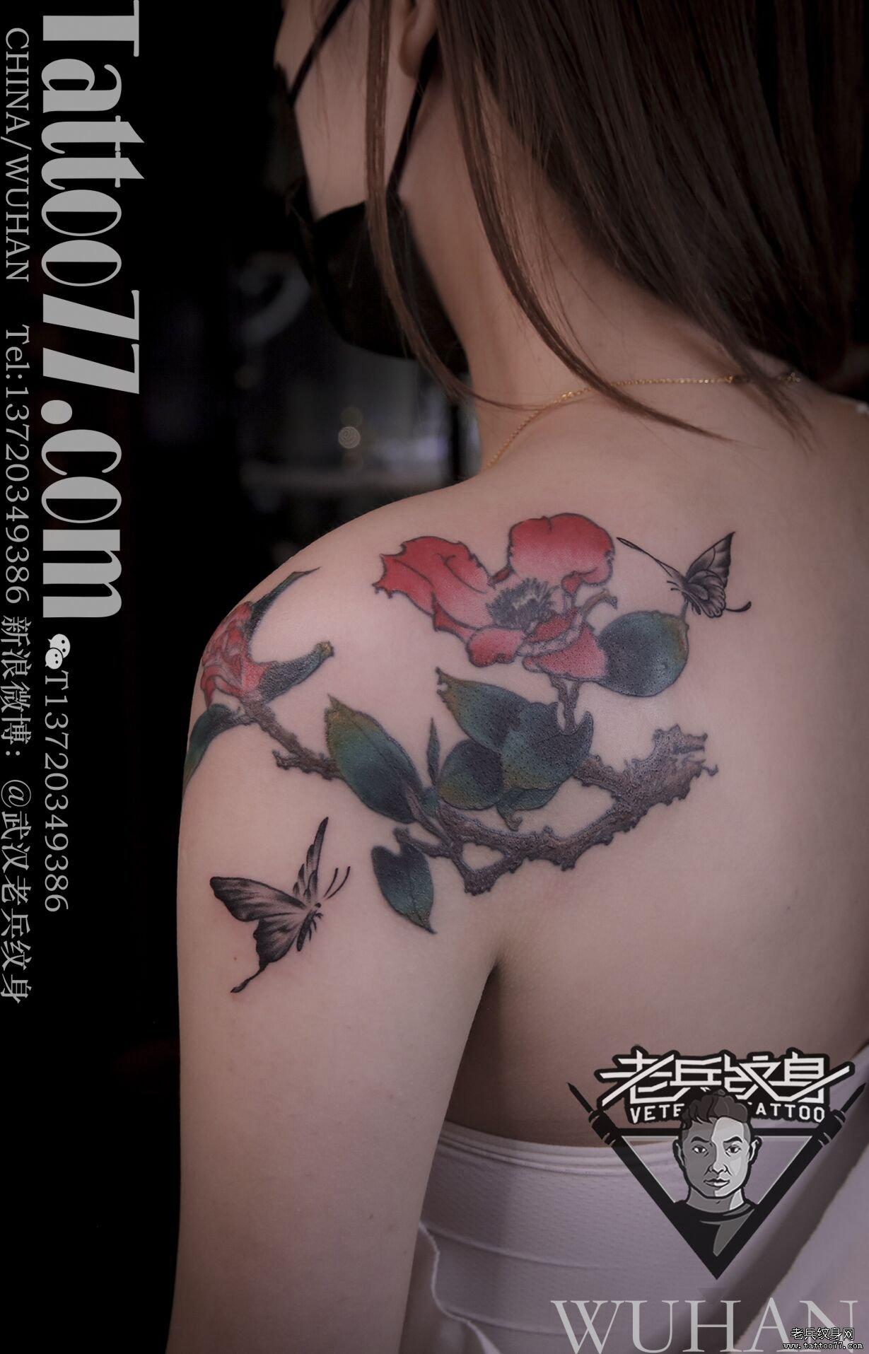 肩膀黑灰蝴蝶纹身添加作品(一)