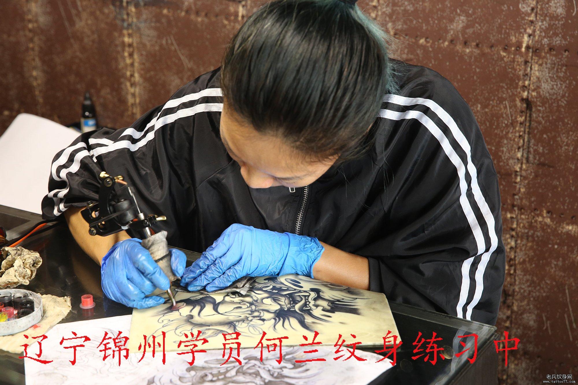辽宁锦州学员何兰纹身练习中