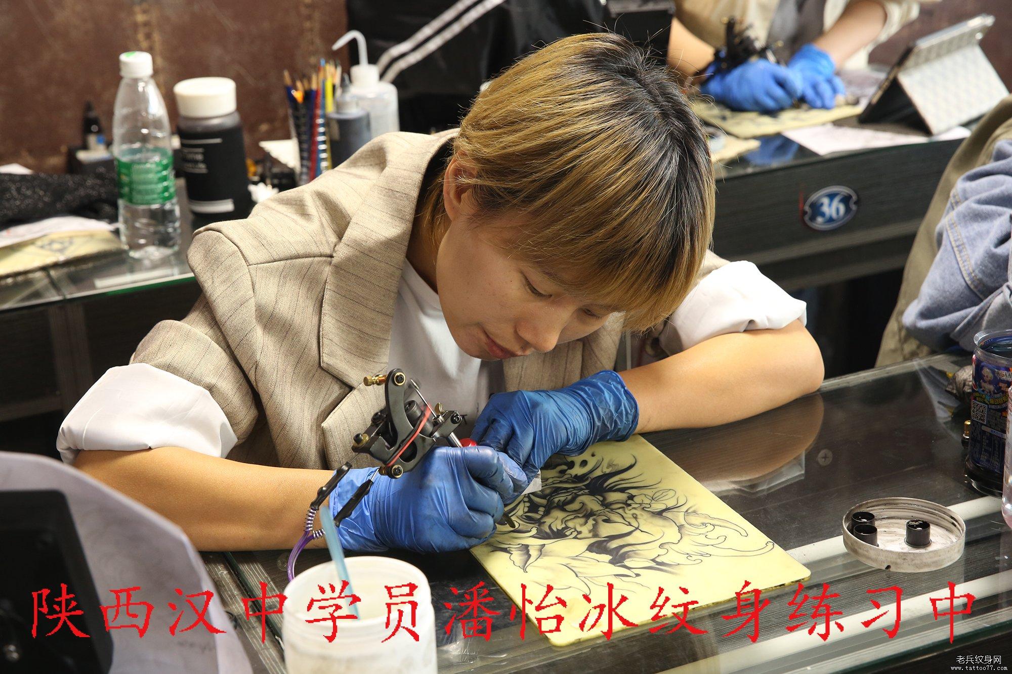 陕西汉中学员潘怡冰纹身练习中