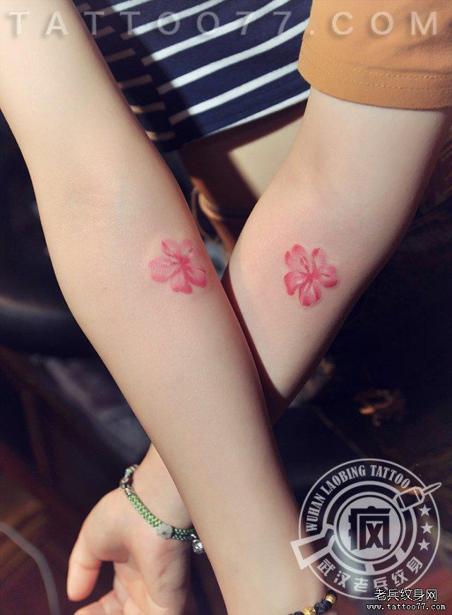 闺蜜樱花纹身
