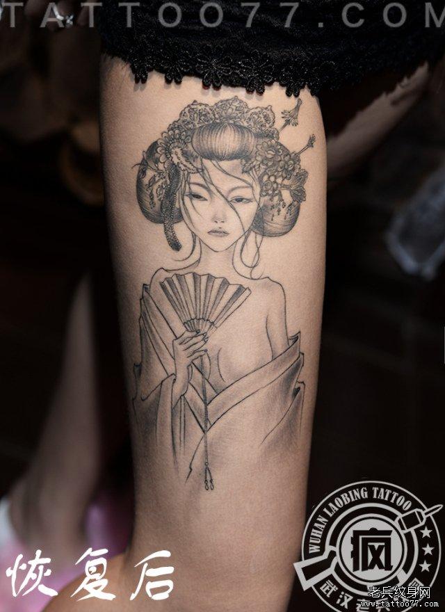 大腿艺妓纹身