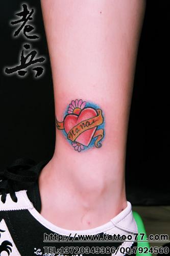 美女脚踝彩色爱心纹身作品