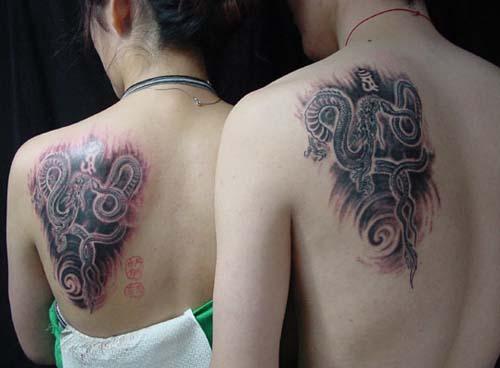 情侣后背纹身