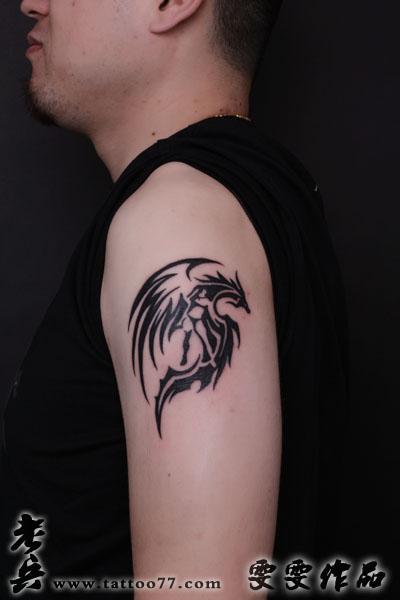 武汉纹身店:帅气的大臂图腾龙纹身