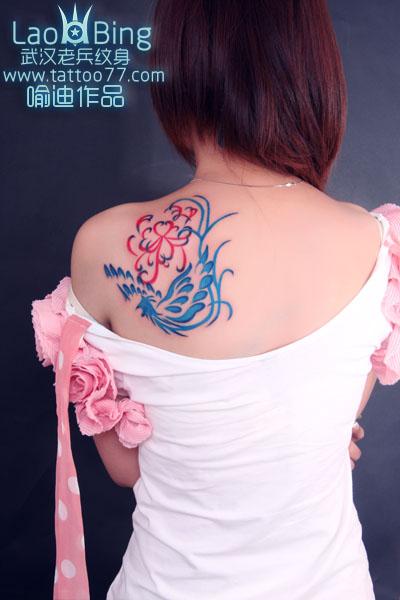 武汉纹身:美女背部凤凰纹身