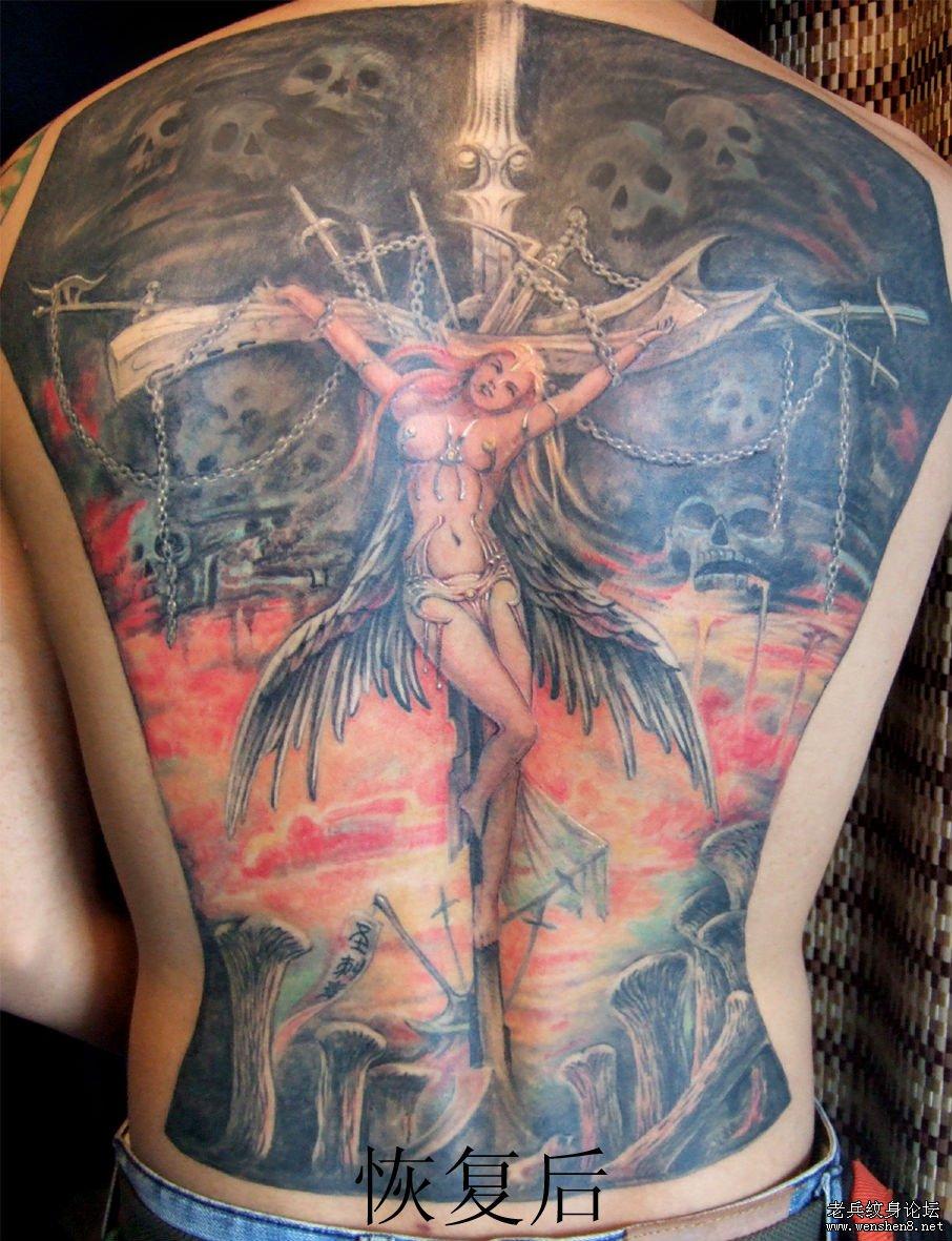 后背纹身图案大全:超酷超帅的满背天使翅膀纹身图案