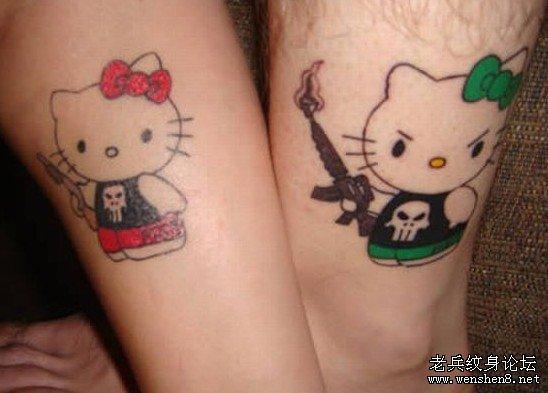 每个纹身的背后都有一段故事,有些人纹身是为了爱,有些人纹身是为了忘记爱,都是一种成长的经历吧!当然也算得上一种时尚。 武汉纹身店为您提供一组非常有趣的情侣纹身图案大全(高清图文) 个人对纹身的理解不同,有人喜欢纹身给人带来的视觉上的美感,以及其所内含的深刻意义。情侣纹身,在自己的身体上纹上了对方的名字,也刻下了心中那份真挚的爱.