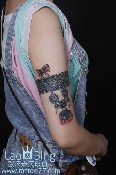 武汉纹身店:大臂臂环链子纹身图案作品