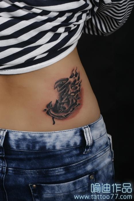 美女腰部月亮猫咪纹身图案作品