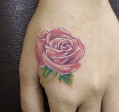 手部彩色玫瑰纹身图案纹身图片图片