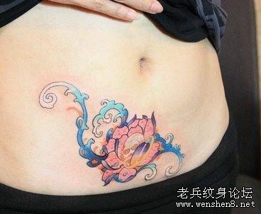 经典时尚美女腹部彩色莲花纹身图案纹身图片