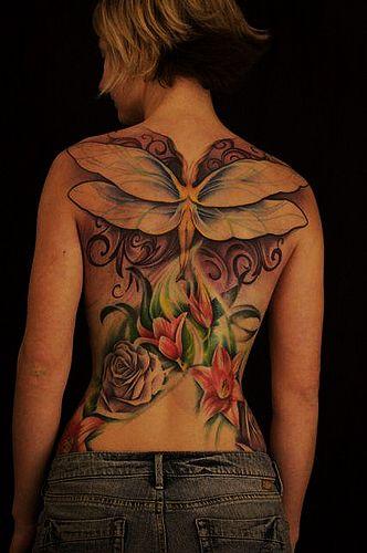 外国美女满背翅膀玫瑰纹身图案图片