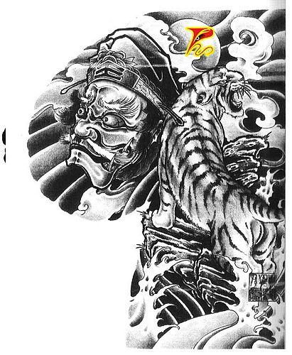 武汉纹身艺术网:半胛钟馗下山虎纹身图案图片