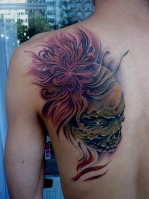 湖北随州纹身店:后背彼岸花骷髅纹身图案图片