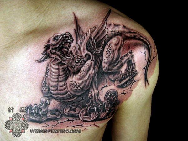 男人肩膀招财神兽貔貅纹身 tattoo 图案图片