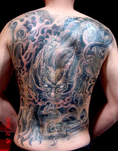 纹身店:满背麒麟纹身图案图片大全
