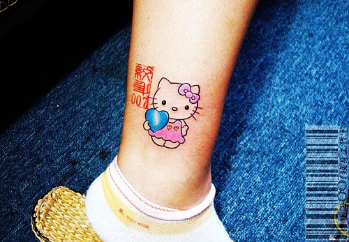 武汉纹身吧:脚踝卡通kitty猫纹身图案图片