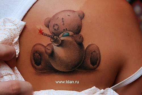 后背卡通熊纹身图案图片