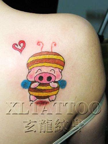 猪与小羊纹身图案