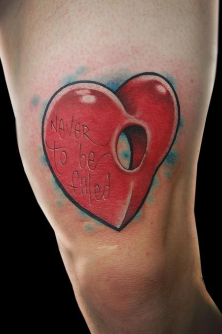 大腿彩色爱心纹身图案图片大全