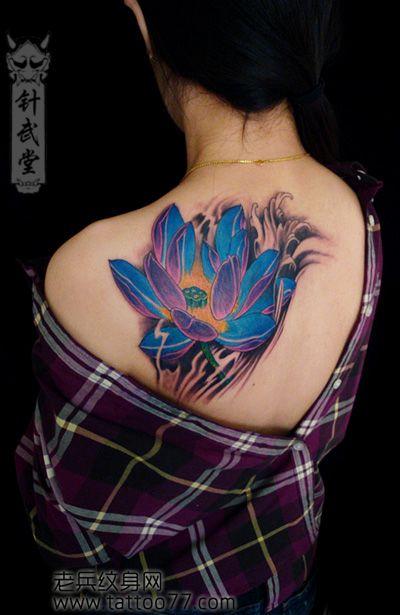 一款女孩子肩部莲花纹身图案
