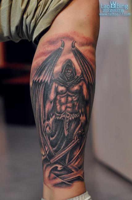 武汉专业纹身店:腿部战天使纹身图案作品