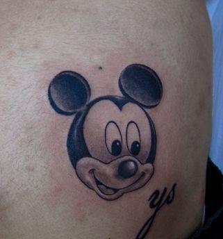 可爱的卡通米老鼠米奇纹身图案