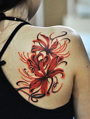 女孩子肩部好看的彼岸花纹身图案