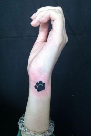 女孩子手臂图腾熊猫爪印纹身图案