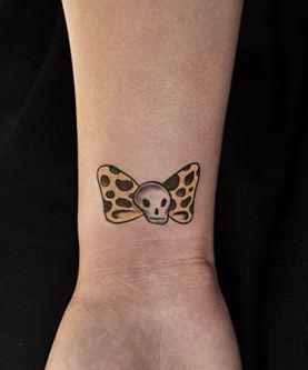 女孩子手臂豹纹蝴蝶结纹身图案图片