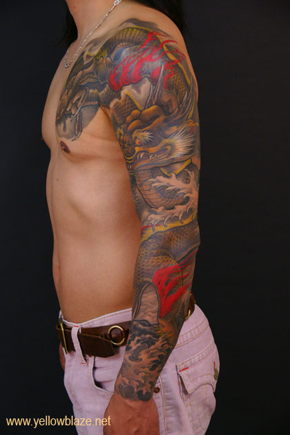 男人霸气的花臂缠臂龙纹身图案图片