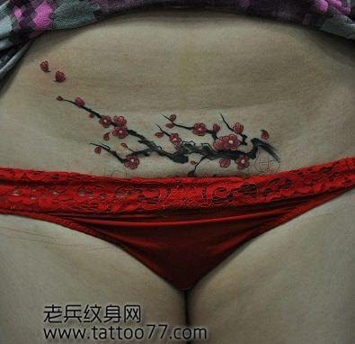 女孩子腹部梅花纹身图案