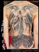 背部帅气酷气的满背天使翅膀纹身图案