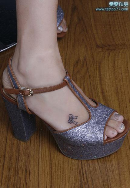 武汉专业纹身店:脚背蝴蝶结纹身图案作品