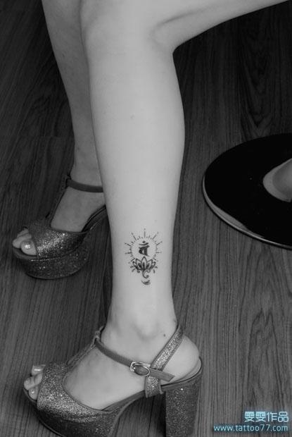 黑灰素描莲花纹身手稿图片