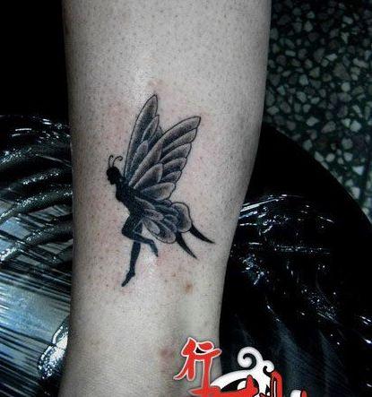 女生喜欢的腿部天使精灵纹身图案