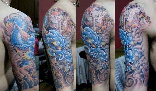 手臂帅气的彩色龙纹身图案