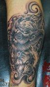腿部霸气的钟馗老虎纹身图案