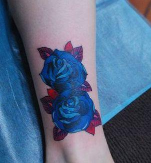 女孩子腿部欧美风格玫瑰花纹身图案