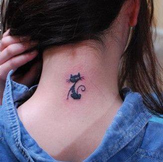 女孩子颈部可爱图腾猫咪纹身图案
