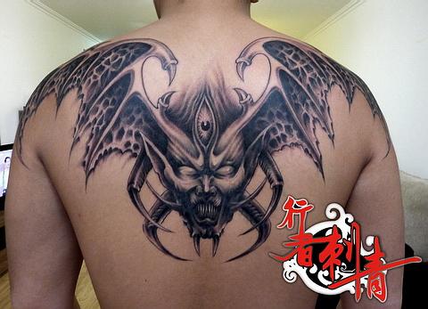 背部超酷的恶魔翅膀纹身图案 高清图片