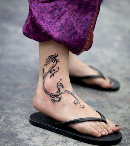 女生背部可爱图腾小鹿纹身图案