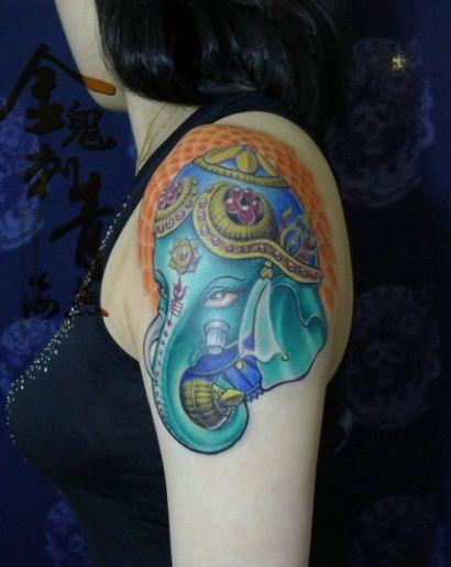 女生手臂一款彩色象神纹身图案