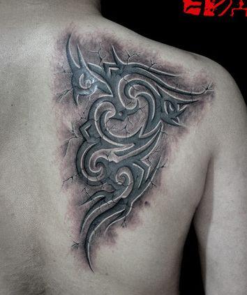 后背一款烙印效果的图腾纹身图案