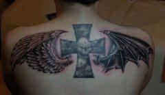 背部天使与恶魔的翅膀纹身图案图片