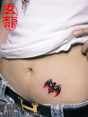 女生腹部小蝙蝠纹身图案 老兵武汉纹身店 武汉