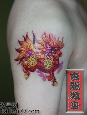 每周资讯_手臂一款彩色小麒麟纹身图案
