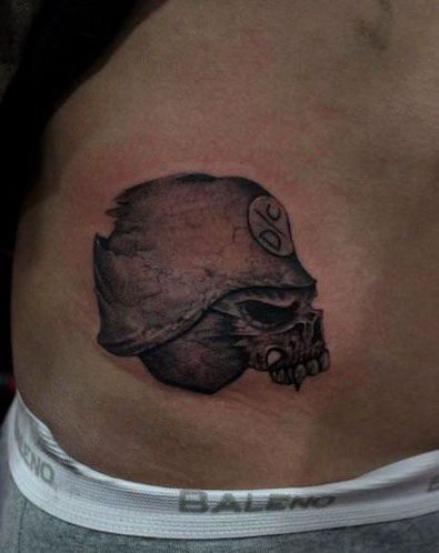 男生腹部可爱的卡通阿拉蕾纹身图