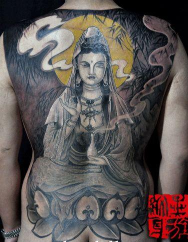 一款男人满背观音纹身图案图片